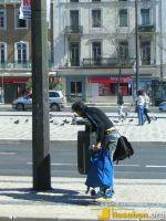 Auch in Lissabon bietet das Sammeln von Pfandflaschen eine zusätzliche Einnahmequelle