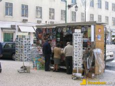 Zeitschriftenverkäufer, wie hier am Rossio, sind traditionell in allen Stadtteilen zu finden