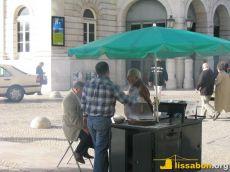 Nicht aus dem Stadtbild wegzudenken: Castanheiros - Verkäufer von gegrillten Kastanien