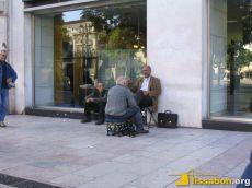 Das Schuhputzen ist ein normaler Service und gilt in Lissabon keineswegs als unterwürfige Tätigkeit