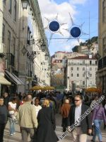 Reger Fußgängerverkehr prägt das Stadtbild rund um den Rossio