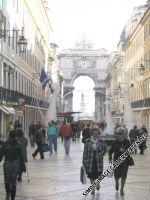 Einheimische und Touristen in der Rua Augusta im Stadtteil Baixa