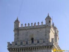 Der Torre de Belém befindet sich heute links neben einer militärischen Anlage