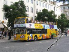Hop ON, Hop OFF bedeutet, dass der Bus innerhalb von 24 Stunden beliebig oft betreten und verlassen werden kann.