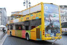Das Dach des Oberdecks des Yellow Bus kann bei schlechtem Wetter geschlossen werden - die Panoramascheiben erlauben dennoch Ausblicke nach oben