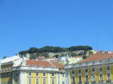 Die Burg Castelo São Jorge ist per Straßenbahn und anschließendem Fußmarsch zu erreichen