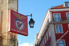 Freunde des Fußballs erfreuen sich noch immer am Aushängeschild von Benfica am ursprünglichen Stammsitz des Vereins in der Rua de Santo Antão