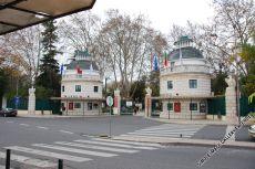 Der Eingang des Zoologischen Gartens in Sete Rios befindet sich in der Nähe des Bus-Terminals, wo Busse aus ganz Portugal eintreffen