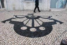 Das Stadtwappen der Stadt findet sich unter anderem in den Mosaik-Marmorpflasterungen der Gehwege in Lissabon
