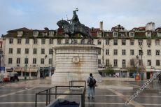 Wo 1755 noch das größte Krankenhaus Lissabons stand, befindet sich heute die 1971 zu Ehren von João I errichtete Reiterstatue