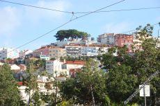 Blick vom Martim Moniz auf den Aussichtspunkt Miradouro da Nossa Senhora do Monte
