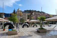 Blick vom Platz Martim Moniz auf die Burg Castelo des São Jorge