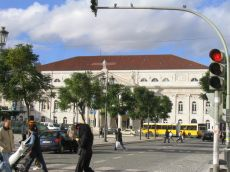 gelenkbus_vor_nationaltheater