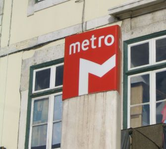 metro_schild_praca_marques-de-pombal