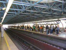 metro_campo-grande_wartende_fahrgaeste