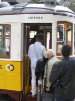 tram_einsteigende01