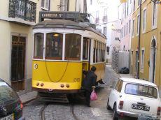 tram_alfama01